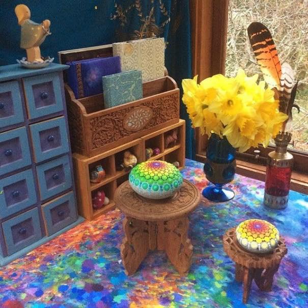Como pintar piedras para crear coloridos Mandalas10