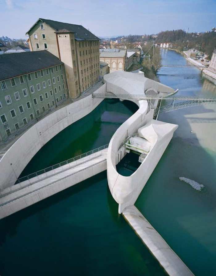 Central hidroeléctrica perfectamente integrada en la ciudad