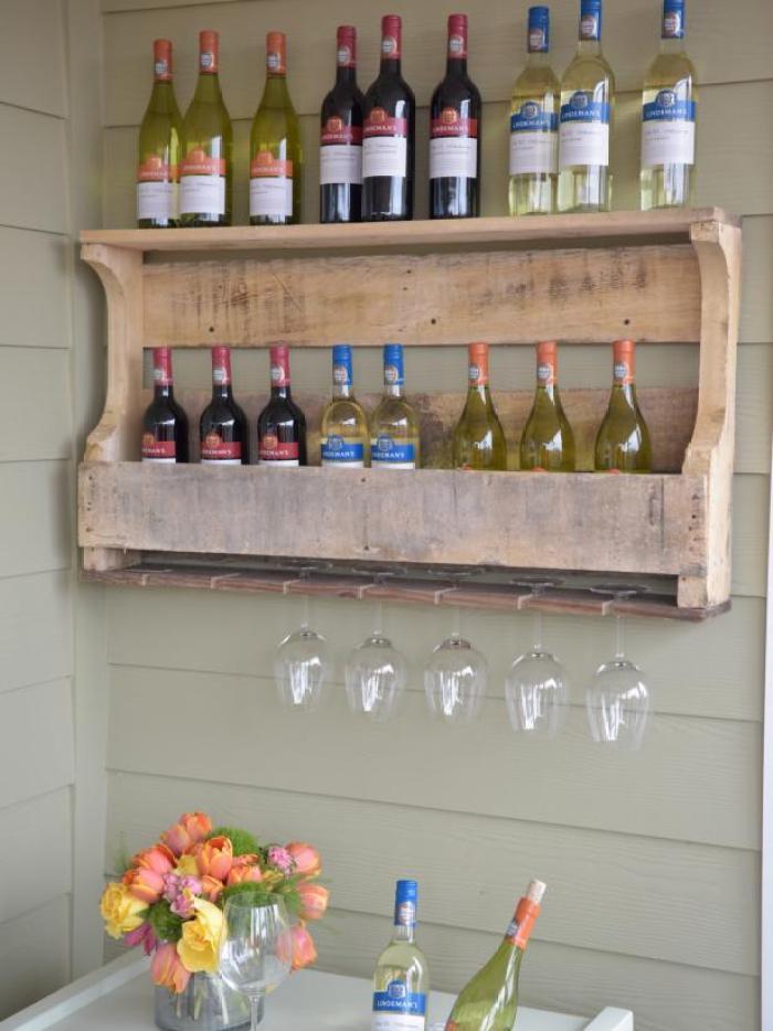 Ideas originales para reusar palets en la cocina - Estanterias para vino ...