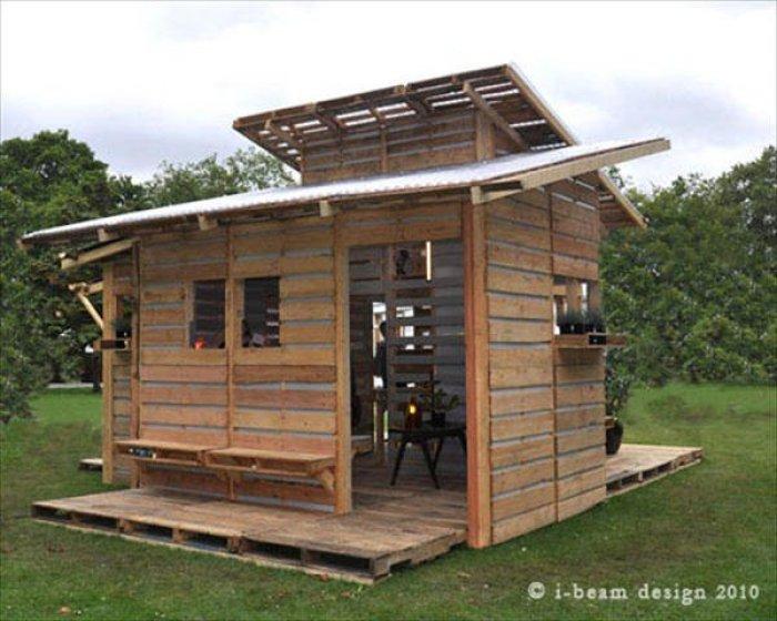 C mo construir una casa con palets en un s lo d a - Casas para perros con palets ...