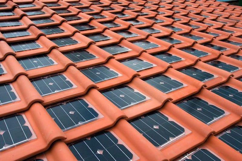 Tejas solares fotovoltaicas el futuro de la energ a solar for Clases de tejas y precios