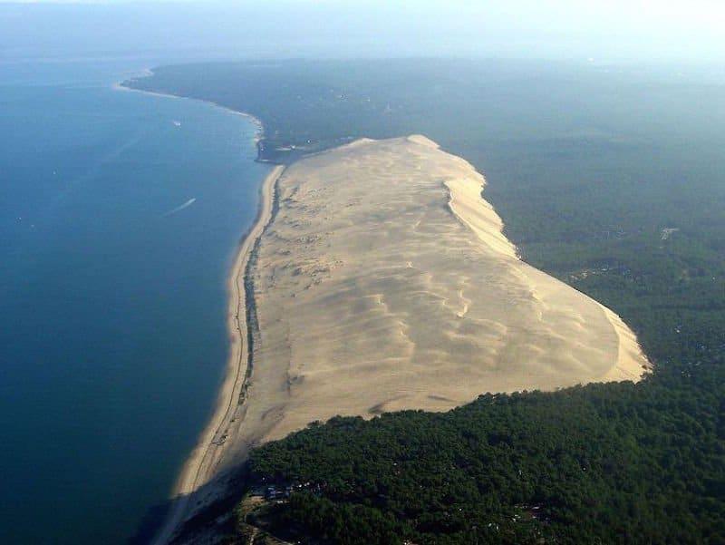La gigantesca duna que come árboles y casas