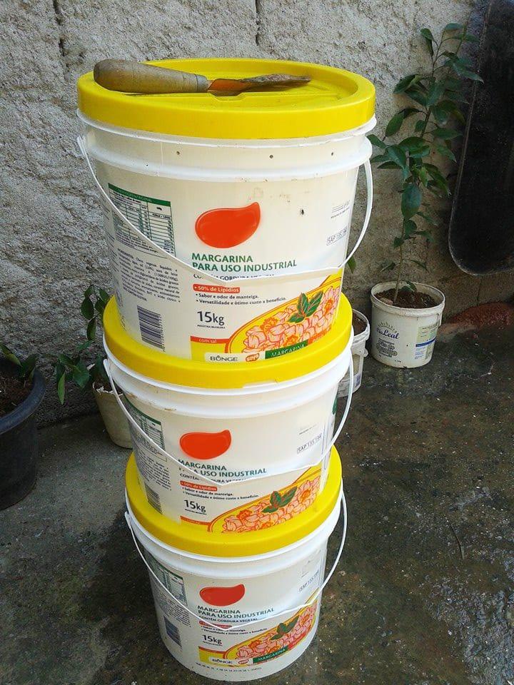 compostadora casera reutilizando bidones de plástico