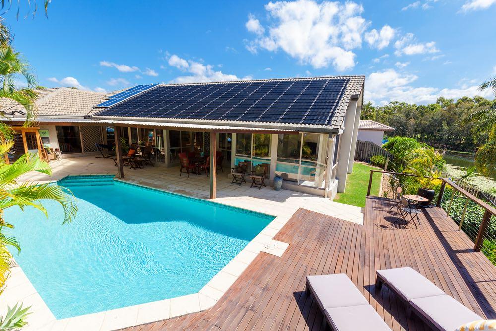 C mo aprovechar la energ a solar para calentar el agua de una piscina - Agua de la piscina turbia ...