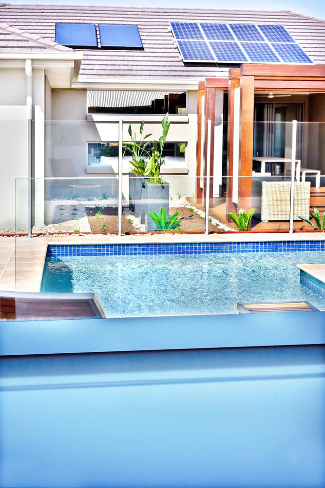 C mo aprovechar la energ a solar para calentar el agua de una piscina mitre y el campo - Agua de la piscina turbia ...