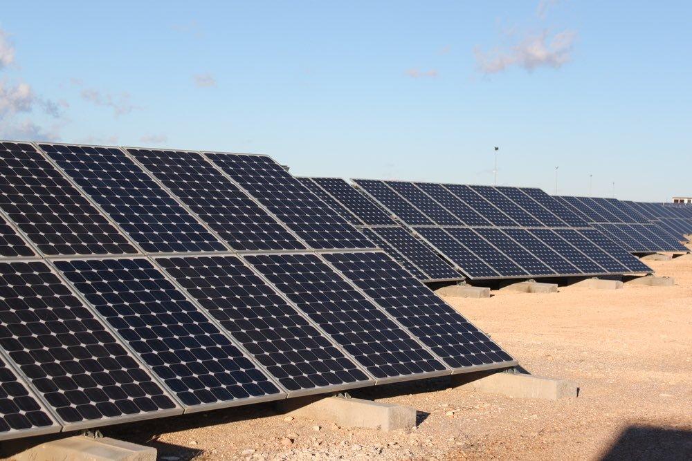 Paneles solares desierto