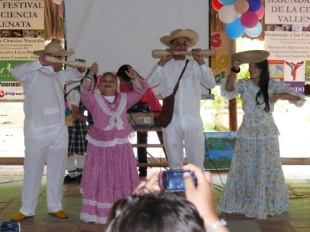 Muestra folclórica grado 8º danza del pilón