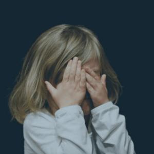 L'Hypnose et les adultes traumatisés d'une agression sexuelle vécue dans l'enfance