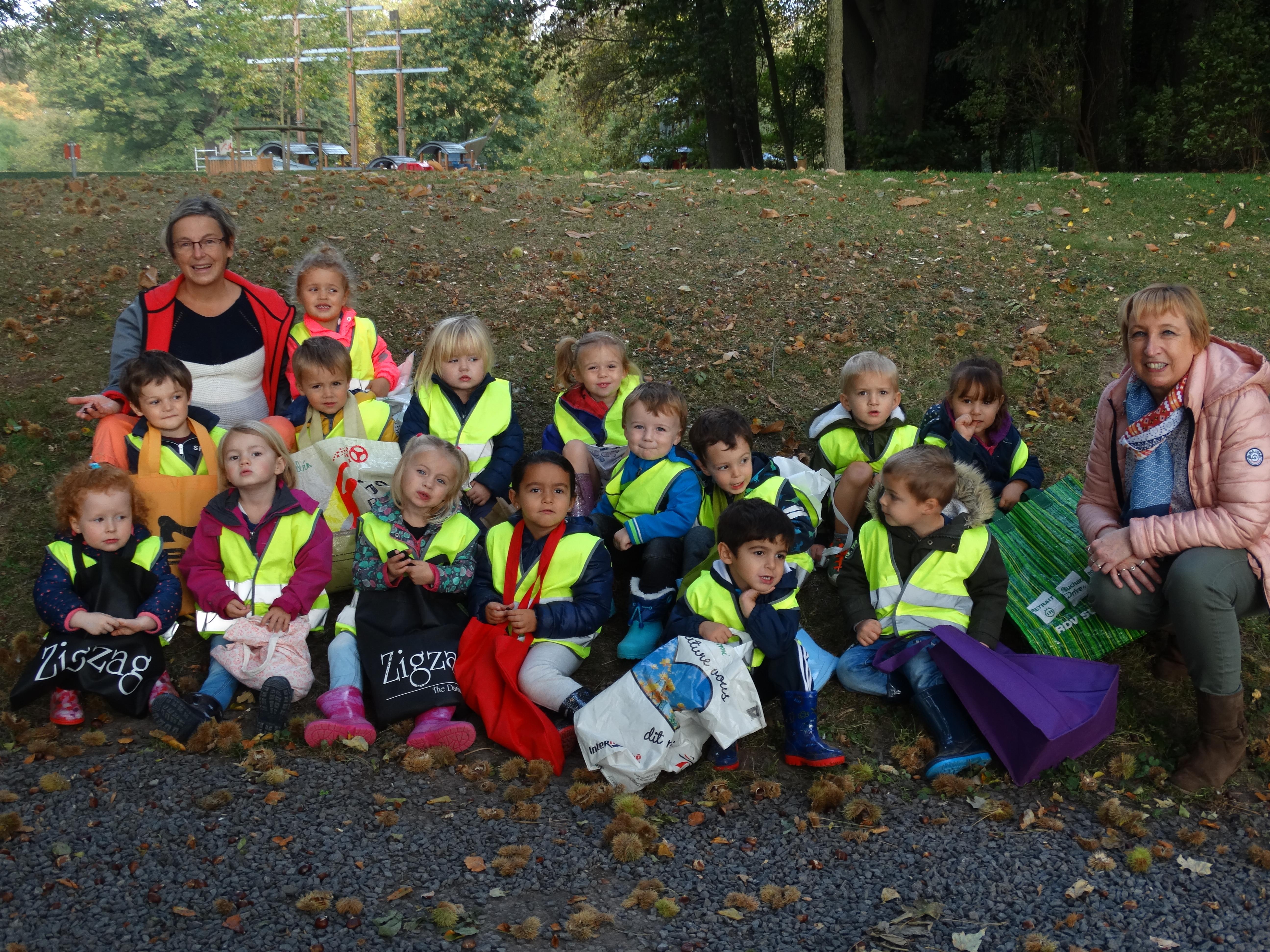 Les élèves de Mme Isabelle (M1) au parc d'Estaimbourg