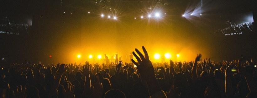 comment améliorer sa présence sur scène conseils cours de chant