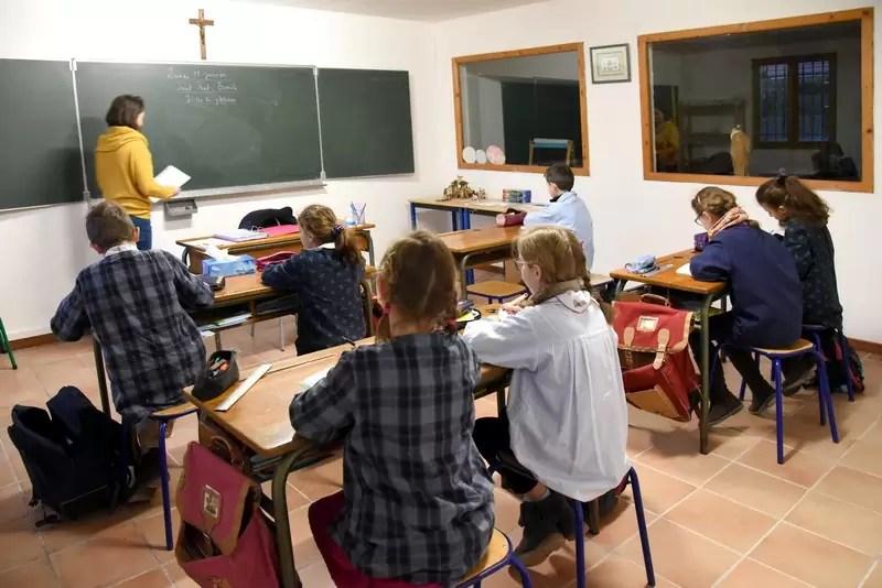 Un cours dans une classe de l'école Notre Dame de l'Espérance
