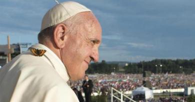 """Francisco denunció que dentro del Vaticano lo """"querían muerto"""" tras su operación de colon"""