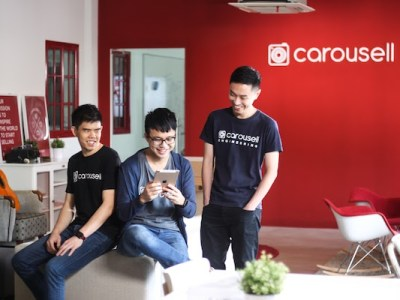 Carousell's three co-founders, Siu Rui first from left