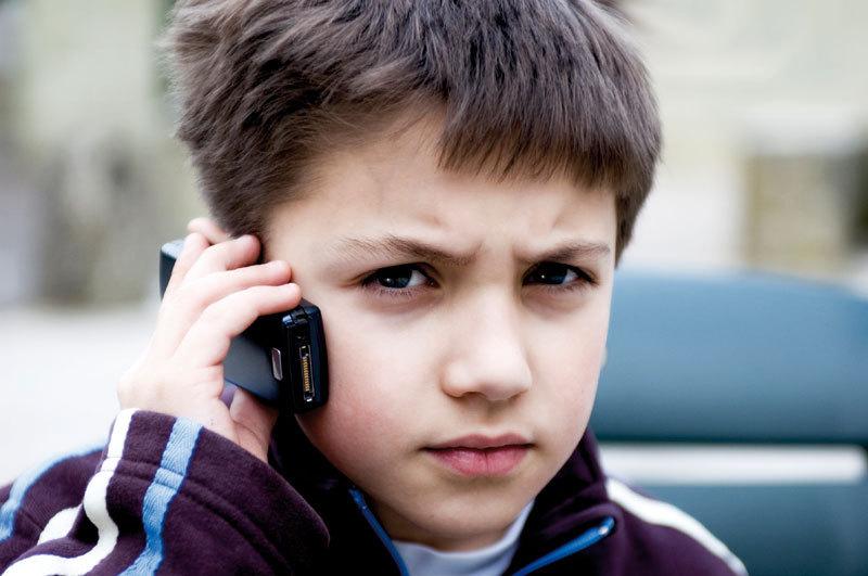 Исследование: существует связь между сотовыми телефонами и проблемами со здоровьем у детей