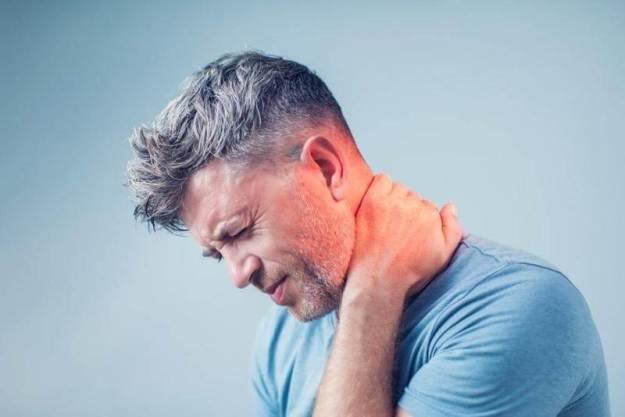 О чем сигнализирует хруст в шее? Упражнения для шейных позвонков