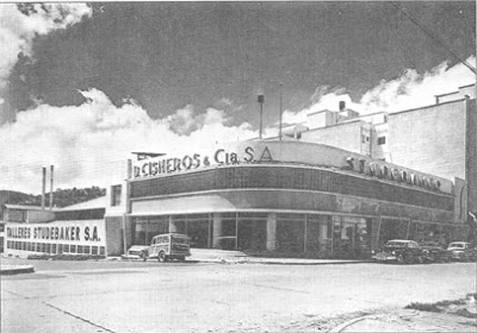 A comienzo de la década de los 50, D Cisneros & Cia SA exhibía una vistosa sede en Quinta Crespo. Conjuntamente con la distribución de piezas y parte oara Studebaker. Asimismo suministró durante mucho tiempo las carrocerías para los camiones de Pepsi Cola