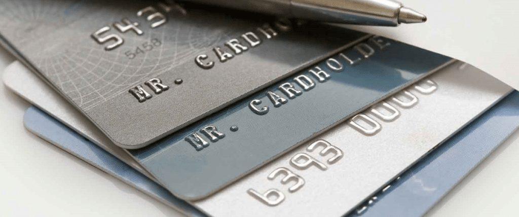 Como poupar dinheiro através de um cartão de crédito?
