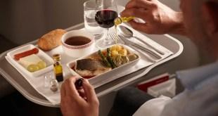 Comer en el avión es extremadamente caro