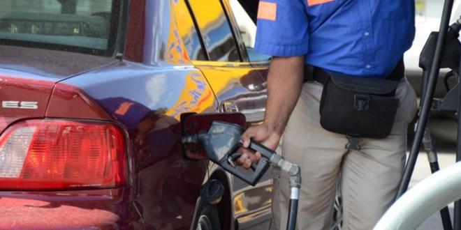 Bajan RD$1.00 y RD$2.00 precios de los combustibles