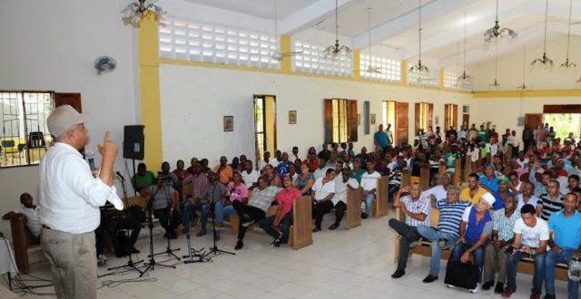 Ministro de Agricultura visita provincias del Este y Sur del país