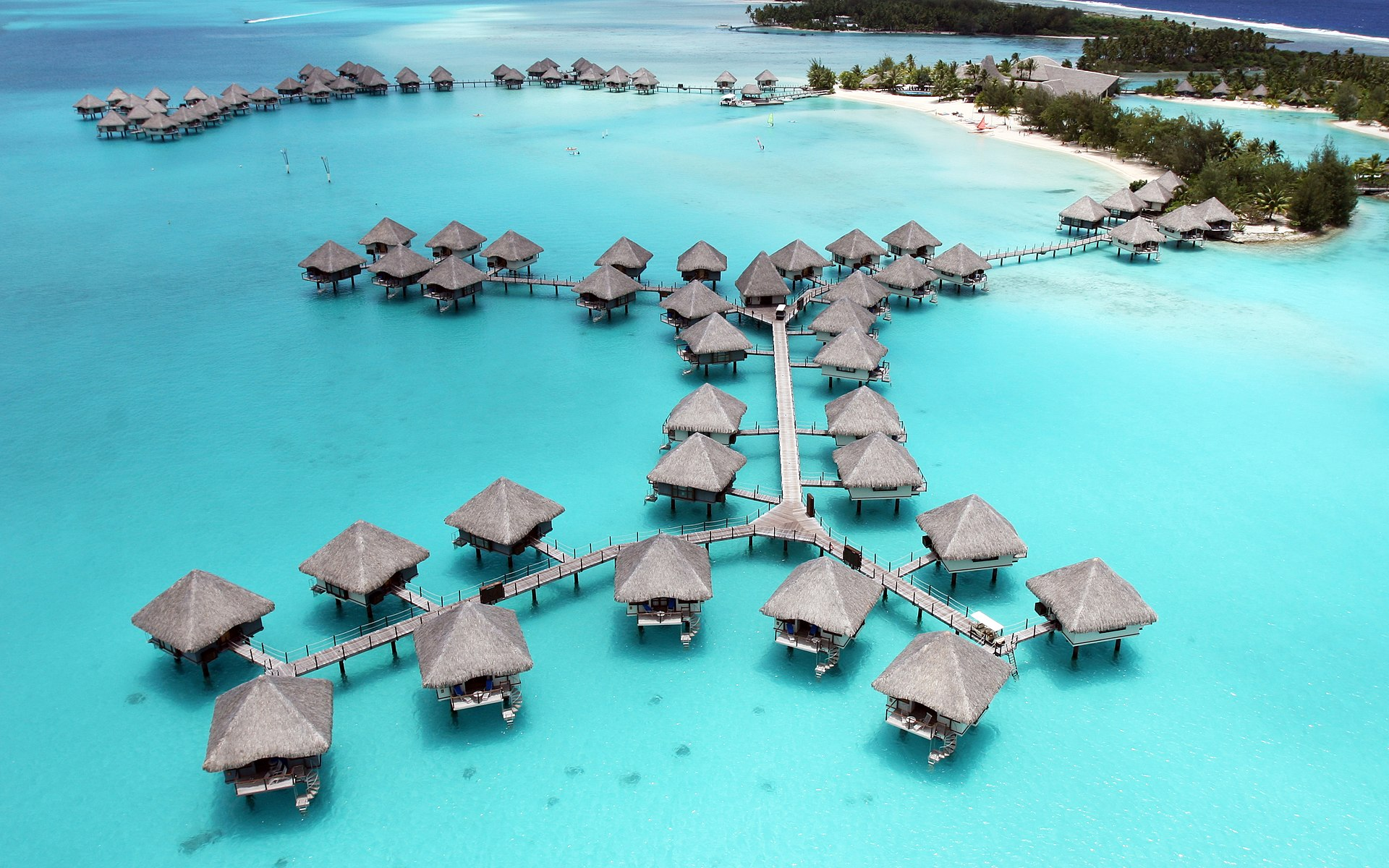 Visit 6 French Polynesia Islands From Vancouver for only $590 USD ($771 CAD & 45,500 United Miles