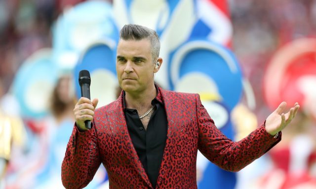 Robbie Williams à la cérémonie d'ouverture de la Coupe du Monde de football