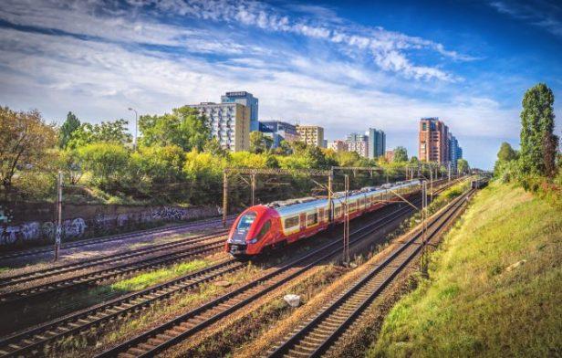 Le train attire de nouveaux voyageurs en Pologne