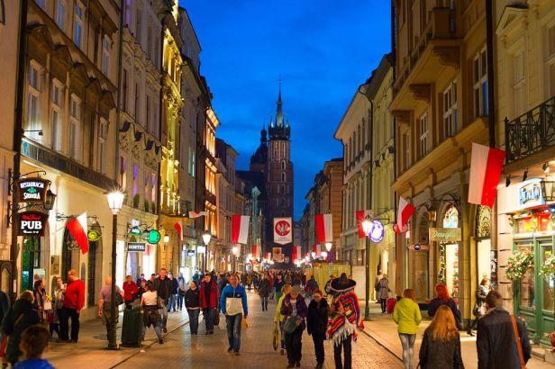 le salaire mensuel polonais moyen en juin était de 4 848 PLN (1 125 euros, 1 320 dollars)