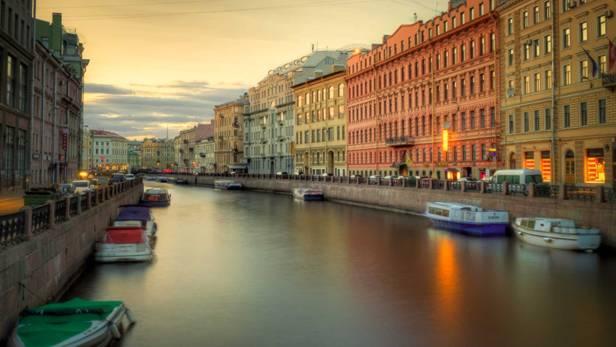 les canaux à Saint-Pétersbourg