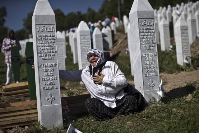 bosnia_srebrenica_anniversary-jpeg-00dd1_3b6ff7b7dd3118b16d5ccf185200242d.nbcnews-ux-2880-1000