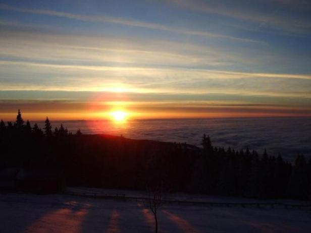 Tomko a résumé que le tourisme et les sports d'hiver étaient présents à Štrbské Pleso bien avant qu'il ne devienne une zone protégée.
