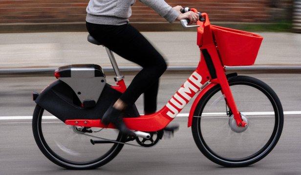 La société de covoiturage a investi dans un certain nombre d'entreprises de vélos au cours de la dernière année.