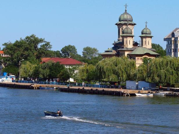Dans l'ensemble, un touriste a dépensé en moyenne 32 euros par nuit en Roumanie et la durée d'un séjour était de 3,6 nuits.