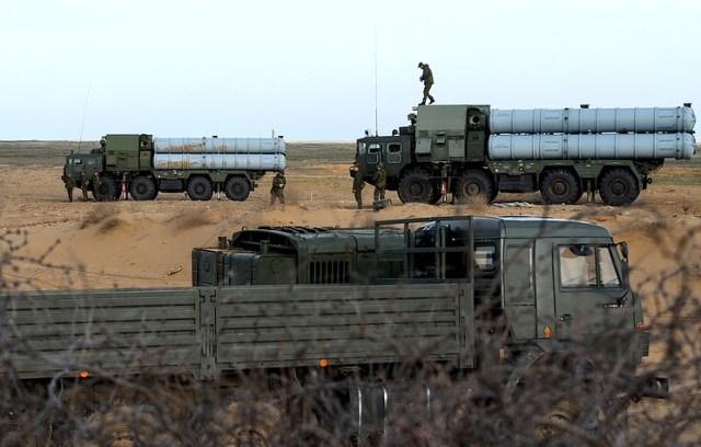 Selon la source, la Russie a livré avec les lanceurs plus de 100 missiles guidés sol-air pour chaque bataillon.