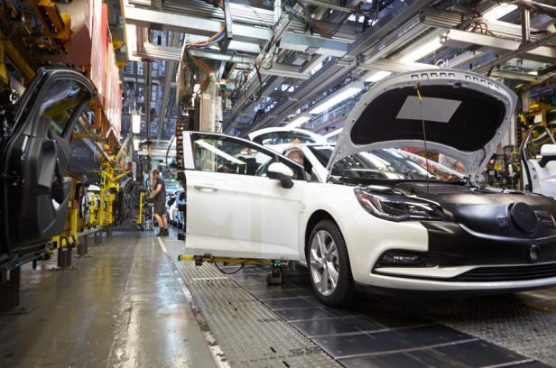 Toutefois, Opel a rejeté les conclusions de la KBA selon lesquelles ses véhicules étaient utilisés illégalement et a annoncé lundi qu'il contesterait toute décision de rappel obligatoire.