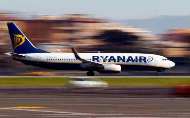 En baissant ses prix pour remplir ses avions, Ryanair mettra en effet la pression sur ses rivaux qui seront également contraints de réduire leur prix. Une tuile pour un grand nombre d'entre eux qui comptaient au contraire augmenter les tarifs pour compenser la hausse des prix du pétrole.