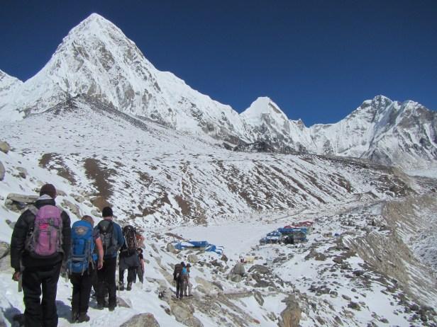 Le nombre de grimpeurs, qui ont grimpé le sommet de l'Everest du côté chinois et du côté tibétain, a atteint un record de 807 en 2018.