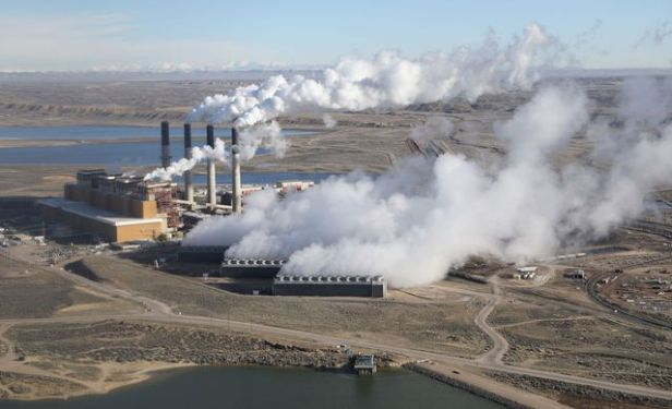 steam-rises-from-the-coal-fired-jim-bridger-power-plant-outside-rock-springs-wyoming-u-s_5890615