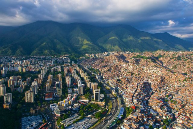 L'inflation au Venezuela dépasse 900% depuis le début de 2019 - officiel
