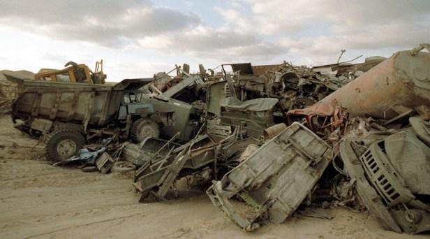 Équipements radioactifs abandonnés utilisés lors des opérations de nettoyage après l'explosion du quatrième réacteur de la centrale nucléaire de Tchernobyl le 26 avril 1986.
