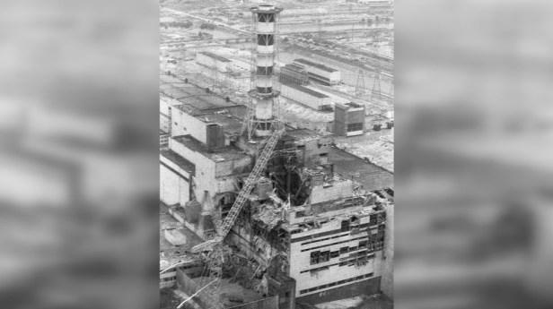 Le réacteur détruit de la centrale nucléaire de Tchernobyl.