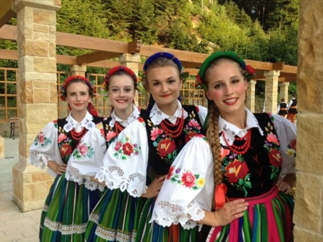 Polish_dancers_2_01_Super_Portrait