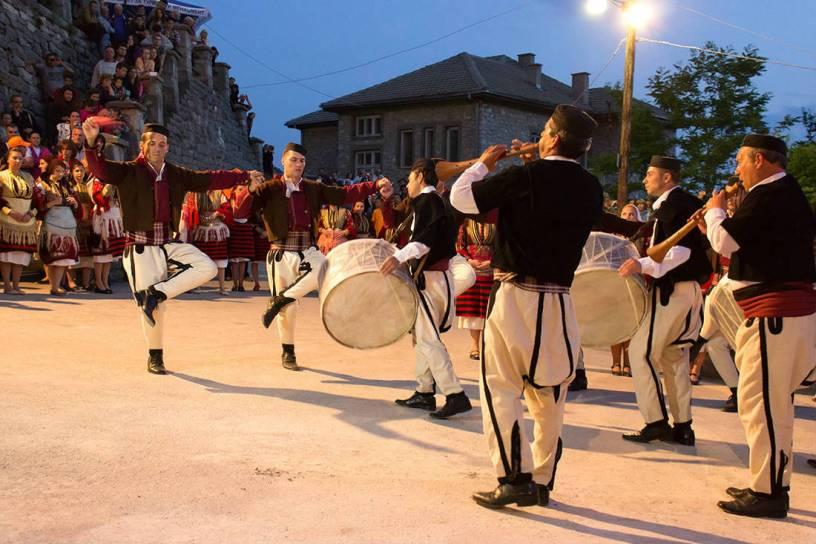 Le salaire moyen le plus bas dans les Balkans occidentaux est en Macédoine du Nord, la Bulgarie se classe au troisième rang