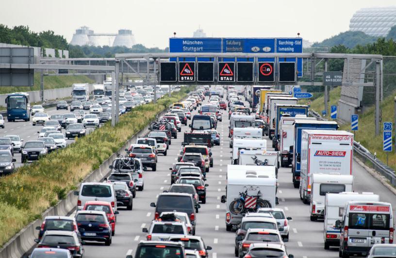 Projets d'autoroutes privées de gauche critiqués d'un milliard de coûts supplémentaires