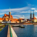 Dans le même temps, l'emploi dans les entreprises polonaises a augmenté de 2,5% en moyenne annuelle, selon l'office statistique.