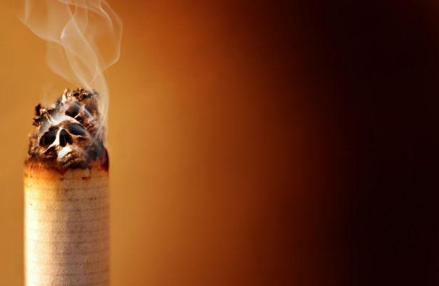 Jusqu'à présent, 19 des 50 États américains ont introduit cet âge minimum pour acheter du tabac et des cigarettes électroniques.