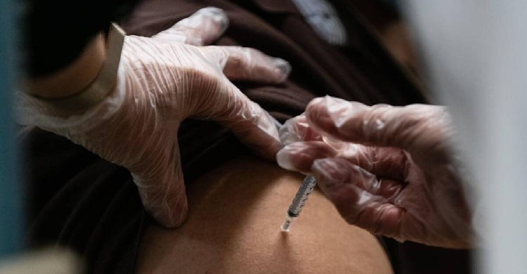 Covid-19: après plusieurs décès de séniors vaccinés la Norvège ouvre une enquête