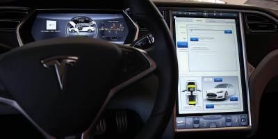 Tesla : le rappel de 158 000 voitures demandé à cause d'une mémoire flash sous dimensionnée