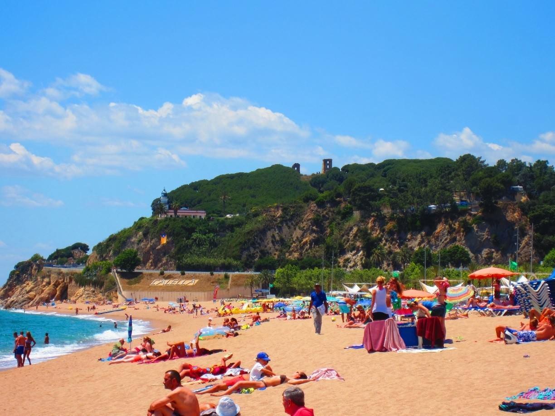 Les personnes vaccinées pourront goûter aux plages en Espagne