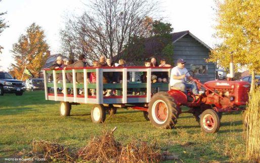 Corn Maze-Adirondacks-Family-Day-tour-wagon